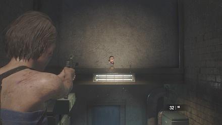 下水道階段のチャーリー人形