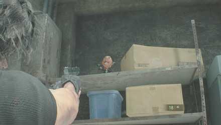 武器庫チャーリー人形