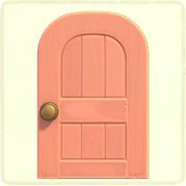 ピンクの木組みのドア