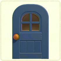 青い窓付きのドア