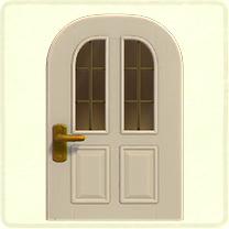 白い縦長窓のドア