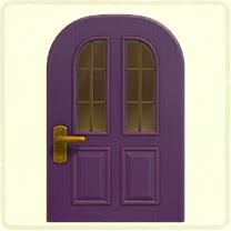 紫の縦長窓のドア