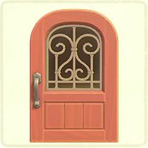 ピンクのアイアングリルのドア
