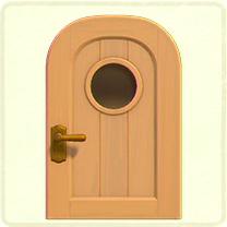 ベージュの丸窓のドア