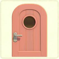 ピンクの丸窓のドア