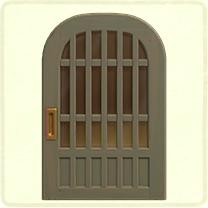 グレーの格子のドア