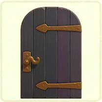 紫の金具のドア