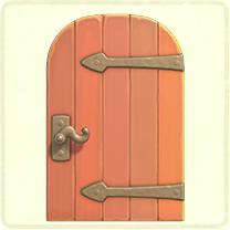 ピンクの金具のドア