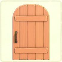 ピンクの素朴なドア