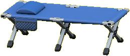 キャンプベッドのブルーの画像